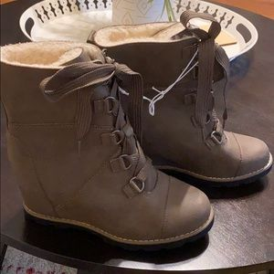 NWT Brown/tan/taupe wedge winter boots